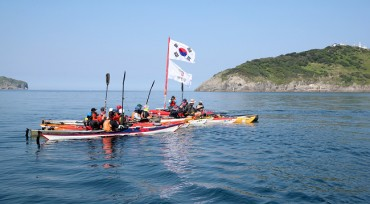 Kayakers Paddle 120 Kilometers to Reach S. Korea's Westernmost Island