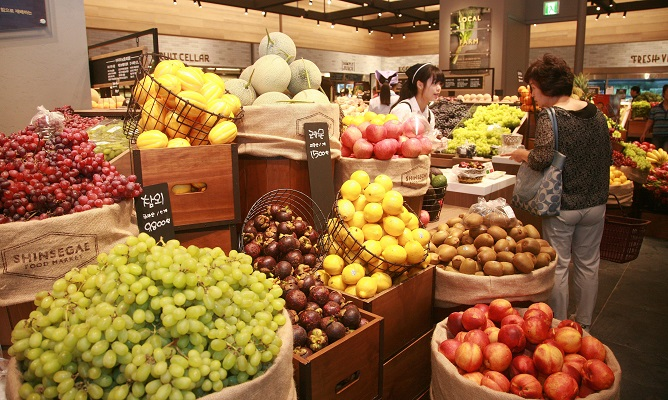 This photo, provided by Shinsegae Department Store on June 18, 2020, shows the fruit subscription service launched by the country's No. 2 department store.