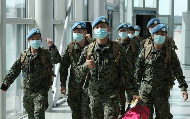 Members of South Korea's Hanbit Unit arrive at Incheon International Airport, west of Seoul, on March 28, 2020, after their eight-month mission in South Sudan, in this photo provided by the defense ministry.