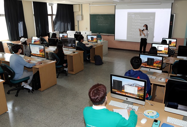 An image of a university classroom in South Korea. (Yonhap)