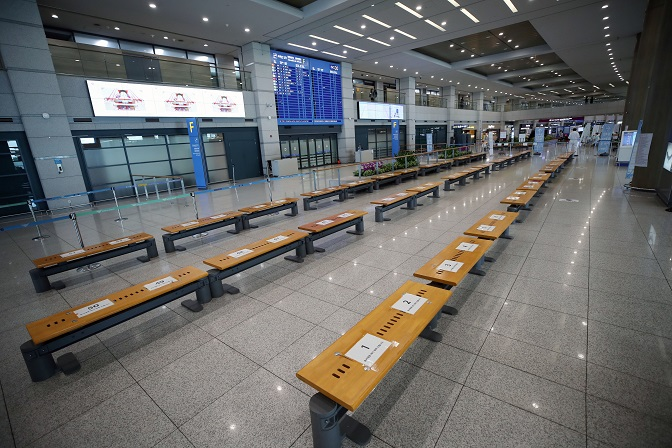 The arrival lobby of Incheon airport, west of Seoul, is almost deserted, in this file photo taken on June 10, 2020, amid the coronavirus pandemic. (Yonhap)