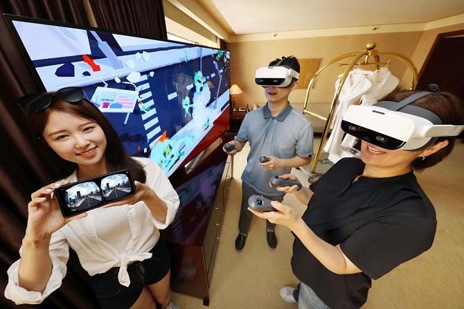 Models showcase LG Uplus Corp.'s VR content at the Westin Chosun Hotel in Seoul on July 9, 2020 in this photo provided by LG Uplus.