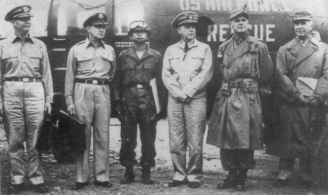 This file photo taken July 10, 1951, shows Paik Sun-yunp (3rd from L) posing for a photo with U.N. officials before heading to the North Korea city of Kaesong for discussions to clinch an armistice agreement. (Yonhap)