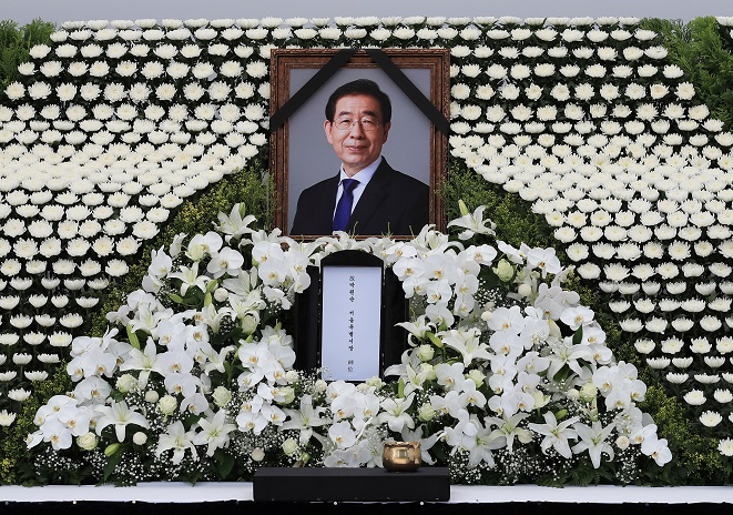 Political Controversy Erupts over Mourning Seoul Mayor's Passing