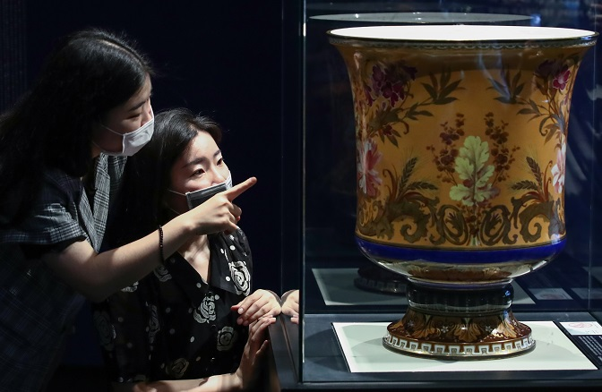 A 19th century polychrome-decorated white Salamis vase produced by France's Manufacture Nationale de Sevres is seen displayed at the National Palace Museum of Korea in Seoul on July 28, 2020, at the museum's exhibition on ceramics owned by the Joseon royal court. (Yonhap)