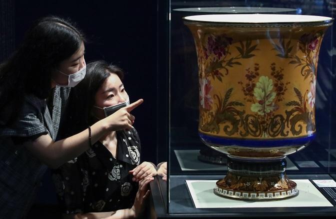 Ceramics Exhibit Highlights Joseon Royal Court's Exchange with West