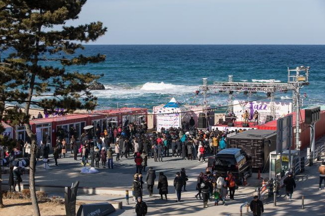 Gangneung Coffee Festival was held during the winter last year in celebration of 2018 Winter Olympics' successful hosting. (The image courtesy of Gangneung Coffee Festival homepage)