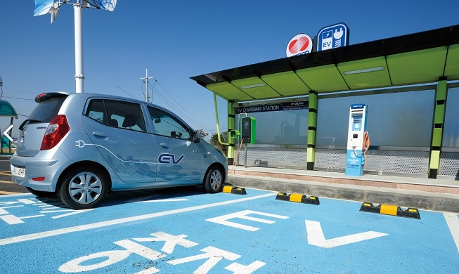 A charging station for electric vehicles set up by the Korea Electric Power Corp. (KEPCO) in Seoul. (image: KEPCO)