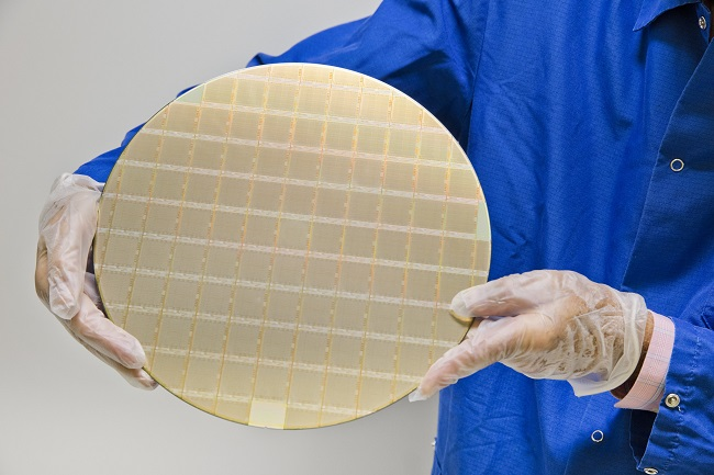 IBM POWER10 7nm processors on a silicon wafer (image: IBM)