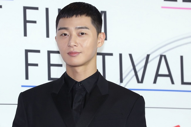 This file photo shows actor Park Seo-joon posing for photos during the opening ceremony of the Asiana International Short Film Festival in Seoul on Oct. 31, 2019. (Yonhap)