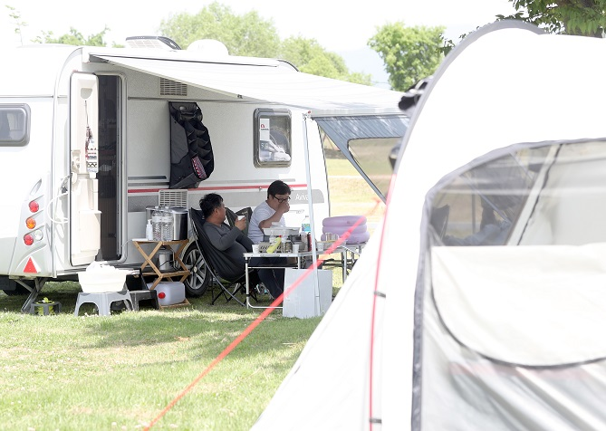 Non-contact Travel Trend Boosts Sales of Camping, Outdoor Gear