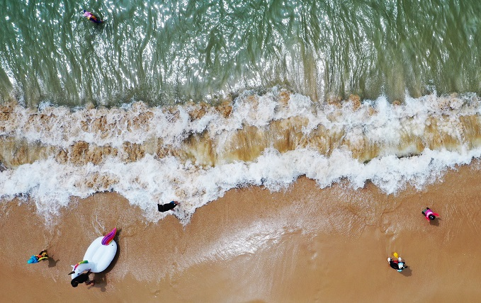 Myeongsasimni Beach's sandy area can accommodate up to 124,000 people per day. (Yonhap)
