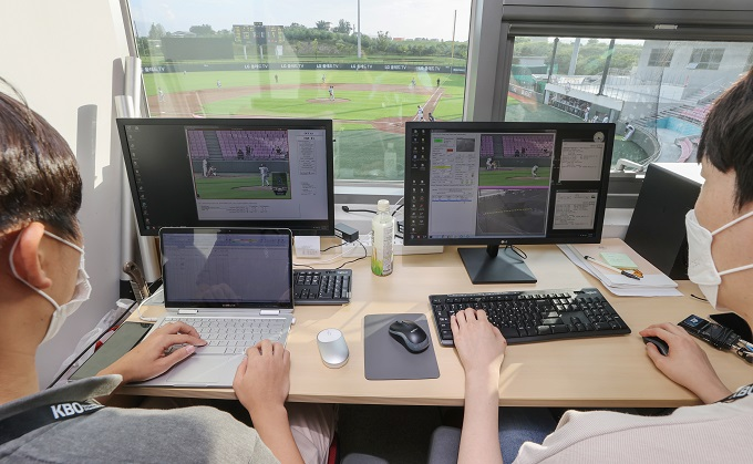 KBO officials test a robot umpire system before the Futures League game between the Hanwha Eagles and LG Twins at LG Champions Park in Icheon, southeast of Seoul, on Aug. 4, 2020. (Yonhap)