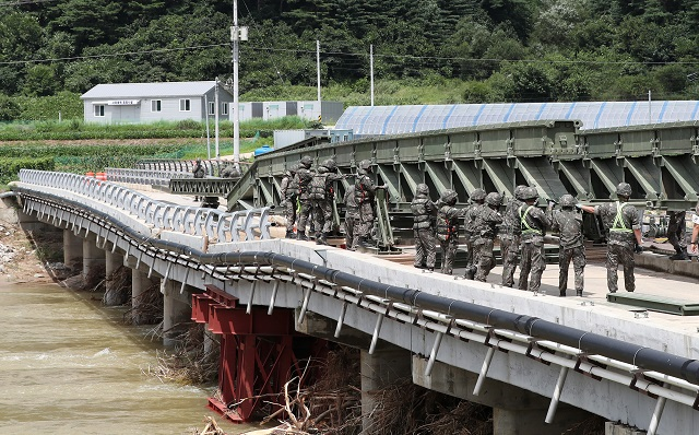 Army Installs Temporary Bridge for Remote Mountain Village Suffering from Flood Damage