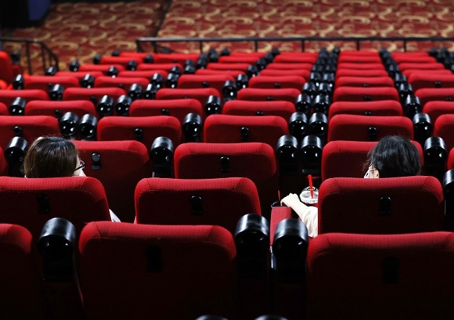 In this file photo taken on Aug. 26, 2020, a movie theater in Seoul is almost empty. (Yonhap)