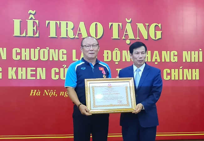 Vietnam Football Coach Park Hang-seo Honored for Int'l Success