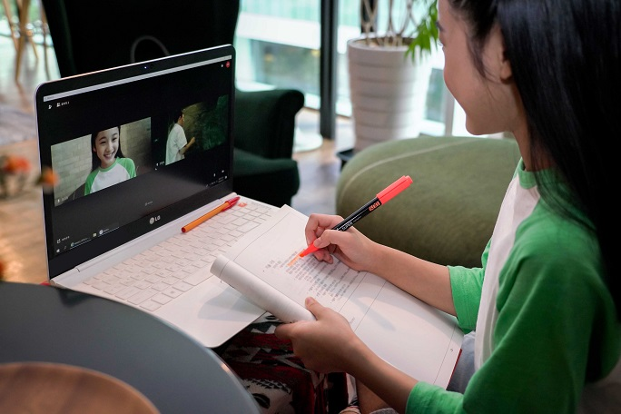 A child uses SK Telecom Co.'s remote education service, in this photo provided by the company on Sept. 21, 2020. The telecom operator plans to release the service early next year.