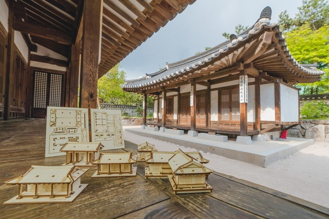 This image, provided by the Seoul city government, shows a sample of a hanok craft kit on sale.