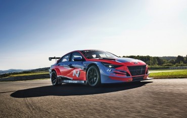 Hyundai Unveils Avante N TCR Racing Car in Beijing