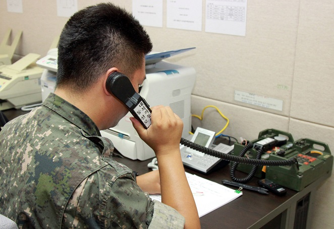This undated file photo shows a South Korean officer checking a western military hotline with North Korea. (Yonhap)