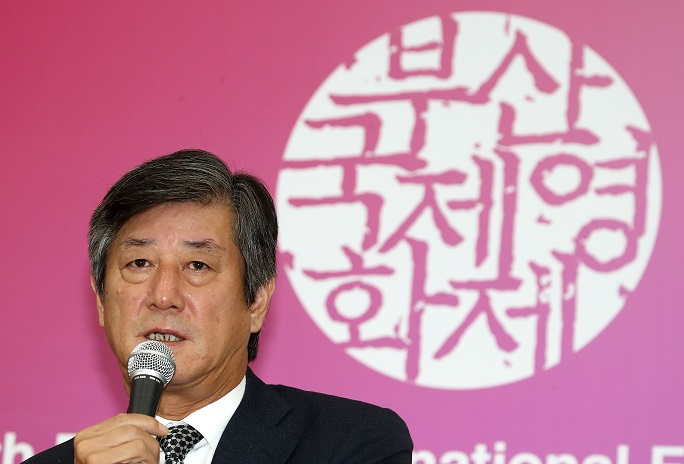 Lee Yong-kwan, the chairman of the Busan International Film Festival's organizing committee, speaks during a press conference on the closure of the festival on Oct. 12, 2019. (Yonhap)