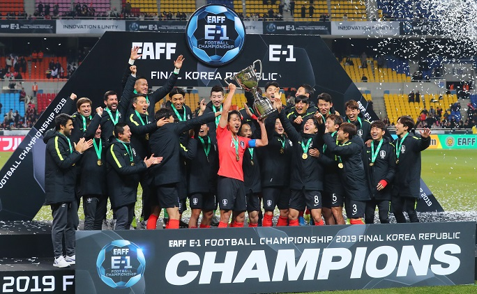 In this file photo from Dec. 18, 2019, members of the South Korean men's national football team celebrate their title at the East Asian Football Federation (EAFF) E-1 Football Championship at Busan Asiad Main Stadium in Busan, 450 kilometers southeast of Seoul. (Yonhap)