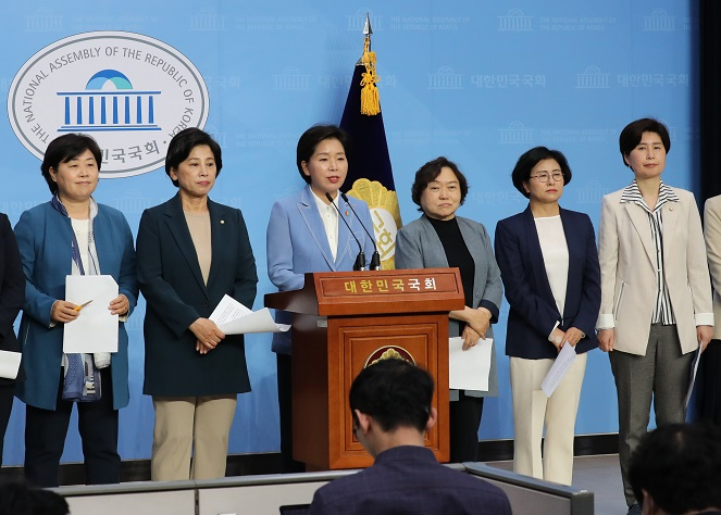 Ratio of Female Lawmakers, Ministers in S. Korea Hits Record High