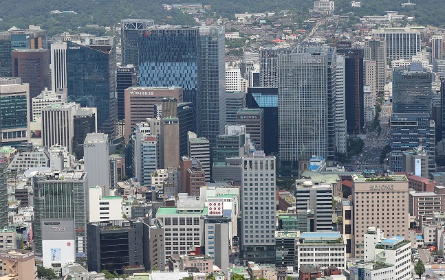 This file photo shows the buildings of South Korea's major companies in Seoul. (Yonhap)