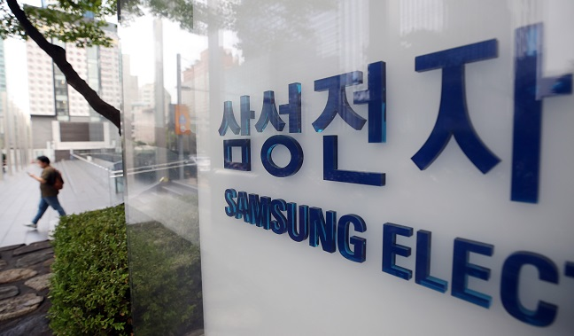 An outdoor sign of Samsung Electronics Co. at the company's office building in Seoul (Yonhap)
