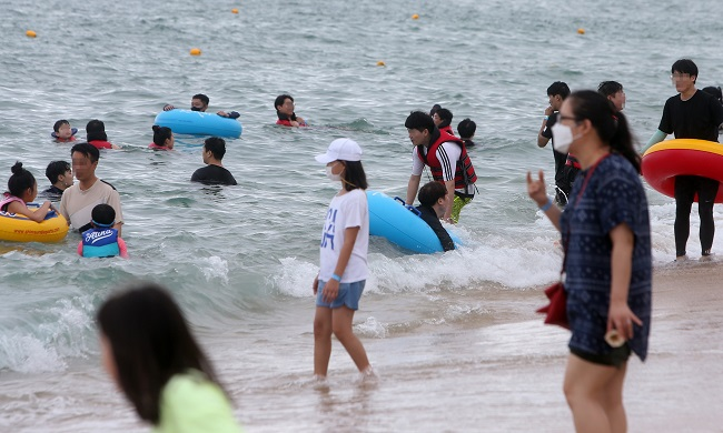Visitors to Local Beaches Down 60 pct amid Virus Pandemic