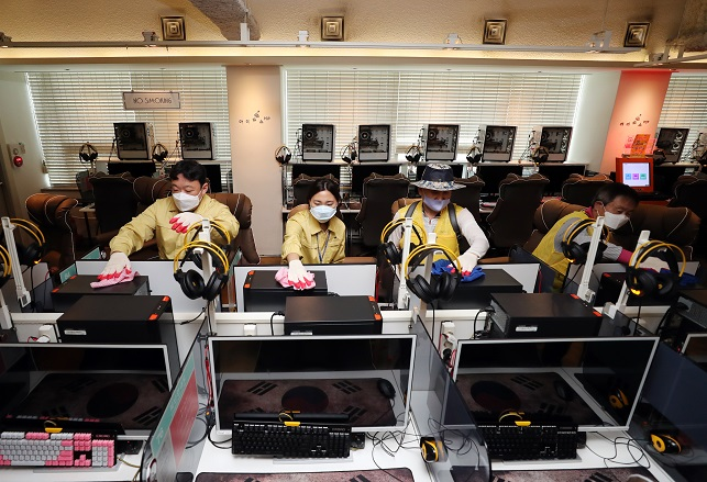 Quarantine workers disinfect a PC Bang, or internet cafe, in Gwangju, 330 kilometers south of Seoul, for its reopening on Sept. 10, 2020, 18 days after its closure. The reopening came as no additional COVID-19 cases broke out at internet cafes in the city over the period. (Yonhap)