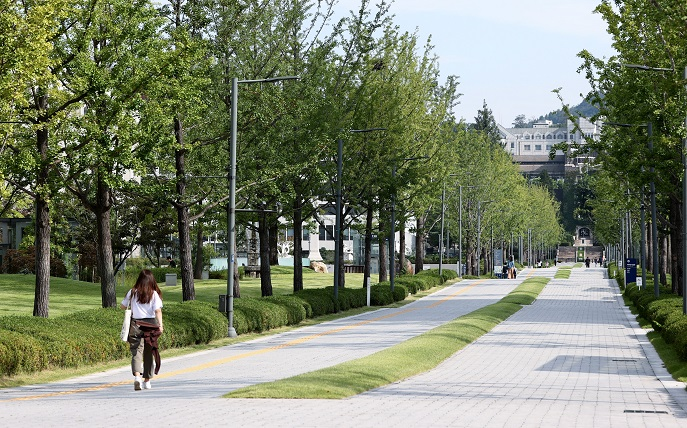 A university campus in western Seoul is nearly empty on Sept. 11, 2020, as students took online classes. (Yonhap)