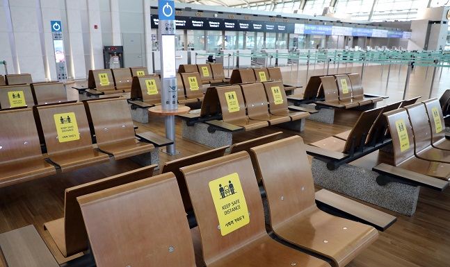 This photo, taken on Sept. 17, 2020, shows chairs with social distancing signs at Incheon International Airport in Incheon. (Yonhap)