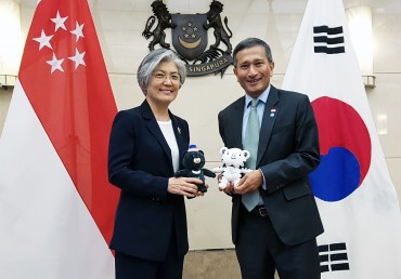 S. Korea, Singapore Agree on 'Fast-track' Entry Program for Biz People amid COVID-19