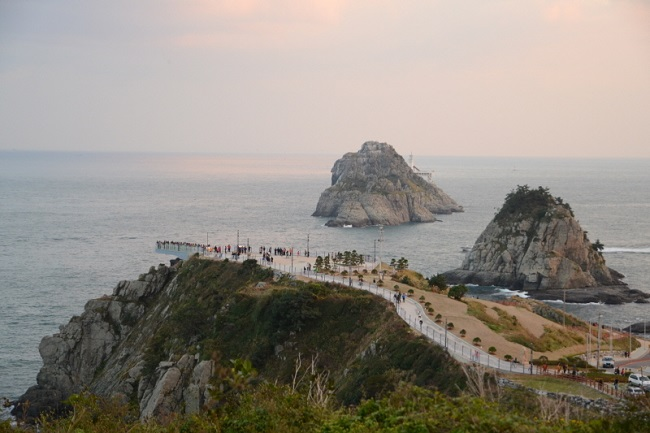 This photo provided by the Korean Trails and Culture Foundation shows Oryukdo Sunrise Park in Busan, the starting point of Namparang Trail.