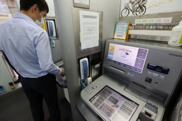 ATMs in 5-year Decline as Mobile Banking Takes Root