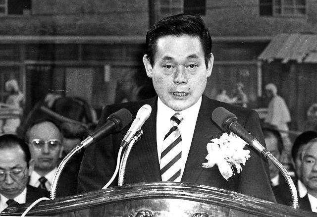 This photo taken March 22, 1988, shows Samsung Group chief Lee Kun-hee at an event in Seoul. (Yonhap)