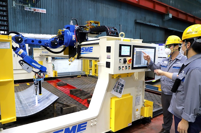 Daewoo Shipbuilding Develops World's First Metalworking Robot