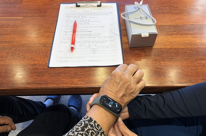 With a built-in GPS function, the wrist-type sensor enables real-time tracking of the dementia patients' locations. (image: Imsil County Office)