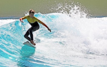 Siheung Opens Artificial Wave Pool for Surfers