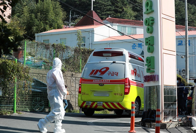 S. Korea's New Coronavirus Cases Bounce Back to Triple Digits
