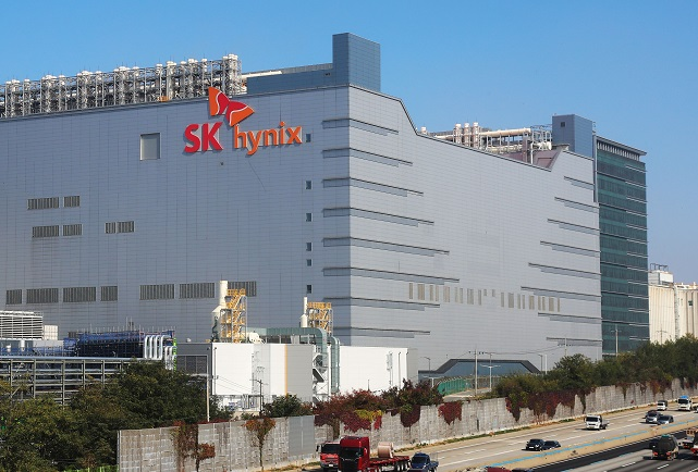 This photo, taken on Oct. 20, 2020, shows South Korean chipmaker SK hynix Inc.'s plant in Icheon, south of Seoul. (Yonhap)