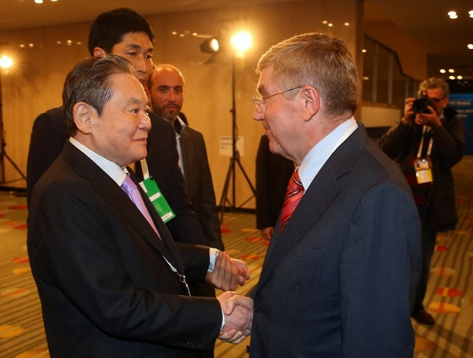 In this photo provided by Samsung Group on Oct. 25, 2020, the conglomerate's Chairman Lee Kun-hee (L) attends the 125th general session of the International Olympic Committee (IOC) held at a hotel in Buenos Aires in 2013.