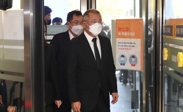Biz, Political Leaders Visit Funeral Parlor of Late Samsung Chief