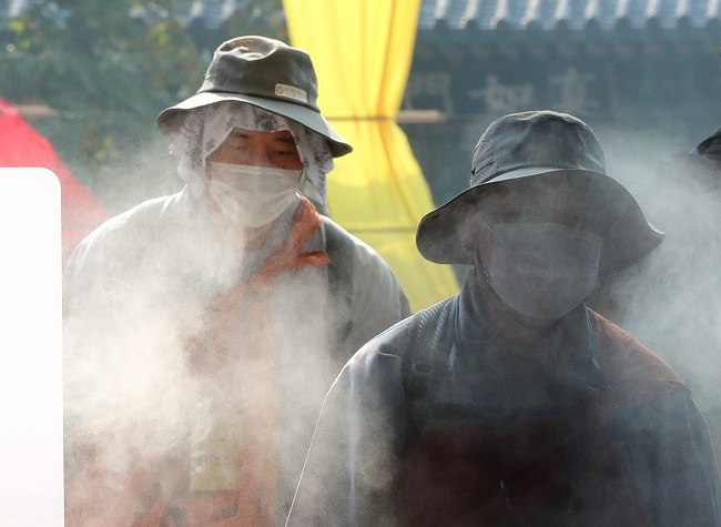 Buddhist monks wearing protective masks enter a temple in southern Seoul on Oct. 27, 2020. (Yonhap)
