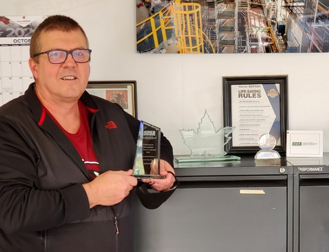 Don Black, Saskatchewan branch manager for AlumaSafway, and his dedicated team of trade workers were awarded an SCSA Constructing Safety Leadership Award.