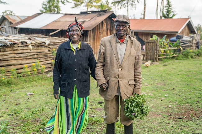 doTERRA Co-Impact Sourcing initiatives in Kenya provide smallholder farmers and harvesters with a stable income, regular agricultural training, and improved resources that encourage self-reliance. (image: doTERRA)