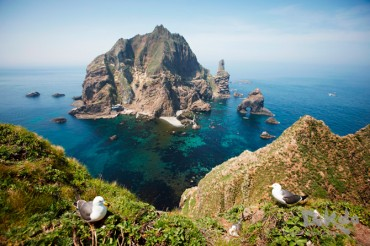 Gov't Releases Photos of Dokdo to the Public for Free