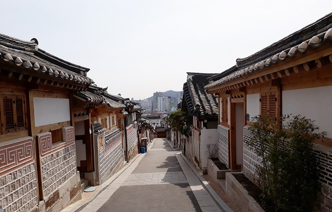 This undated file photo shows a street in Bukchon Hanok village in central Seoul. Hanok is a traditional Korean-style house. (Yonhap)