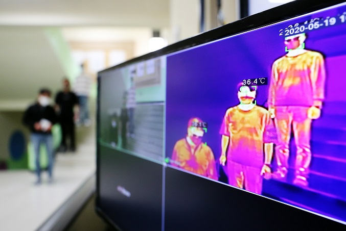 This May 19, 2020, photo shows a thermal imaging camera set up at a high school in the southwestern city of Gwangju. (Yonhap)